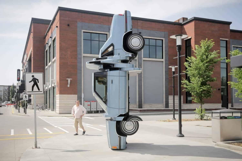 sculptuur van een auto met glitches