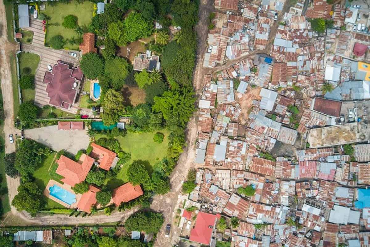 luchtfoto van Johnny Miller toont de grens tussen arm en rijk