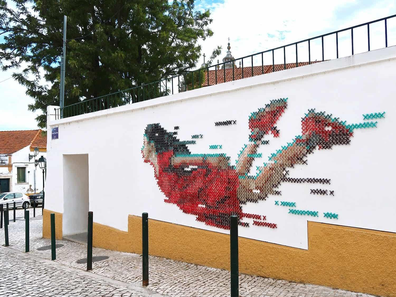 borduurwerk aan de muur
