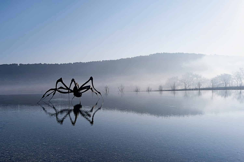Louise Bourgeois, Crouching Spider, 2003, Château La Coste, 2750 route de la Cride, 13610 Le Puy-Sainte-Réparade, Frankrijk. Courtesy Château la Coste. © The Easton Foundation/DACS, London/VAFA, NY 2018