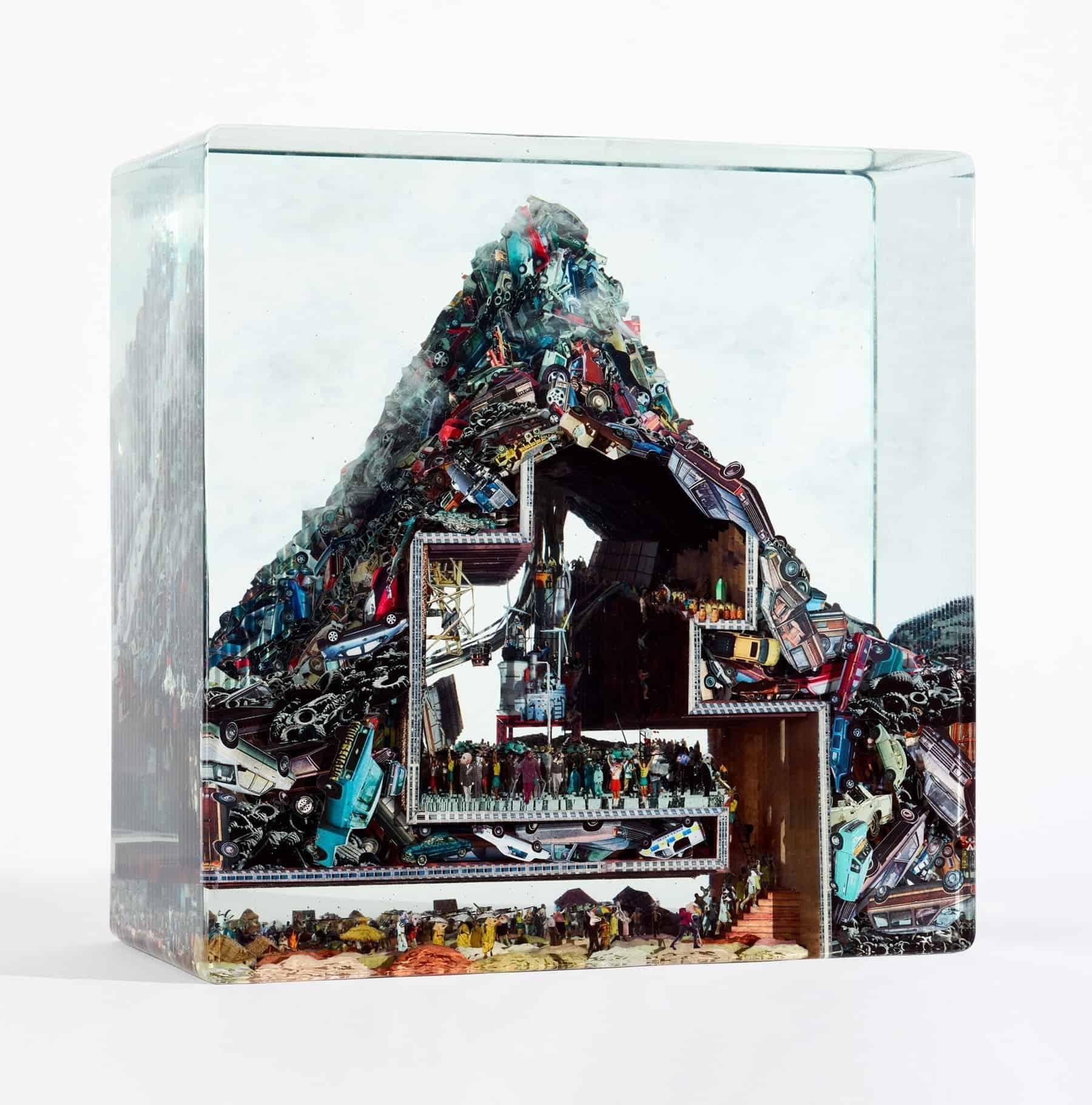 Glazen kunstwerk van Dustin Yellin