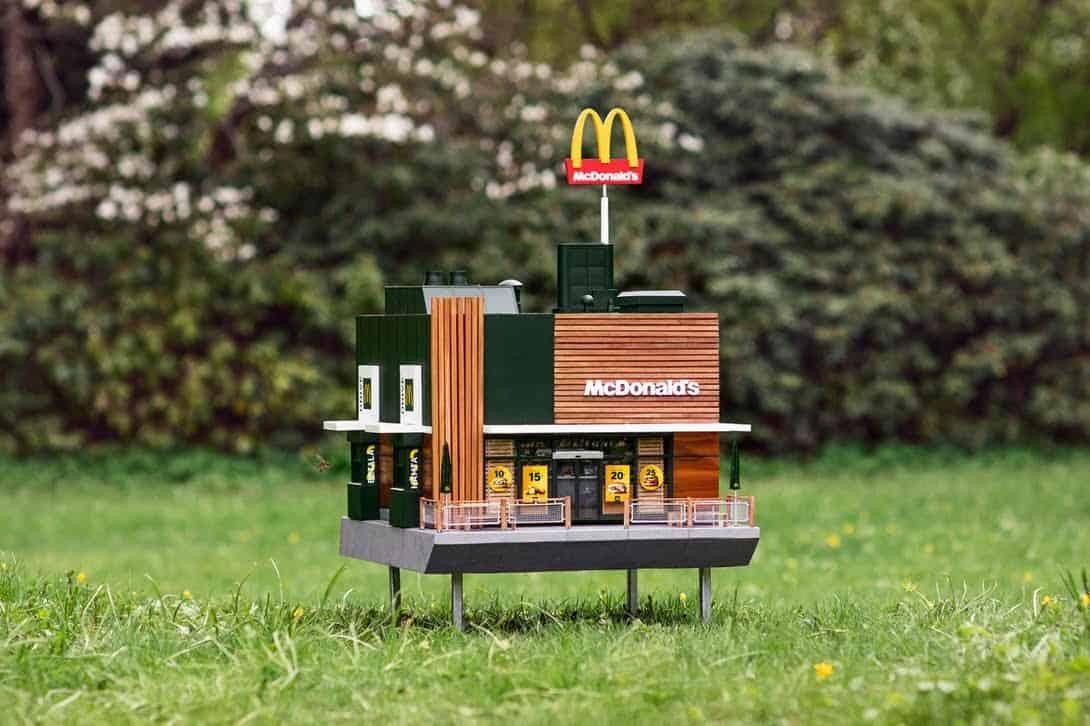 De kleinste McDonald's ter wereld is speciaal voor bijen