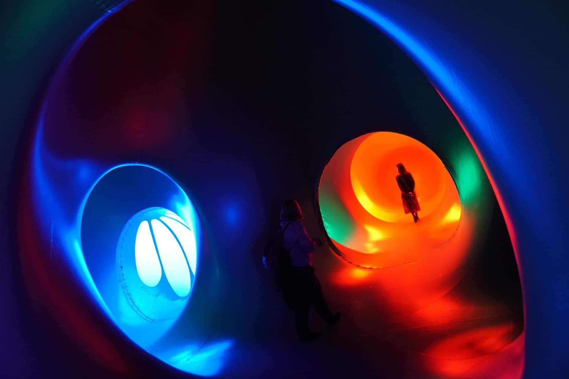 Opblaasbaar labyrint vol licht en kleur