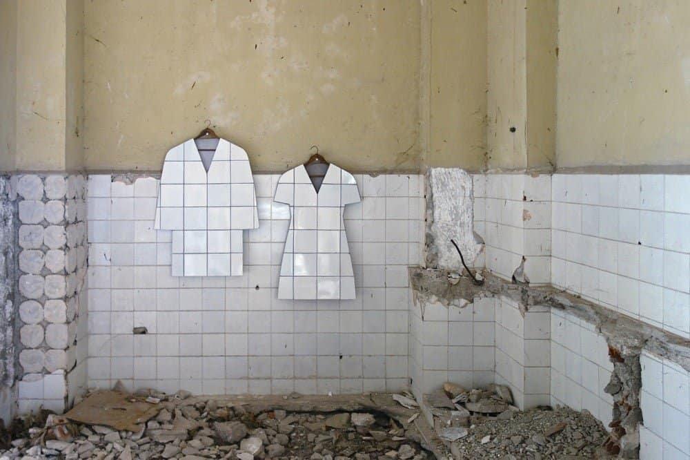 Tweedehands kleding van oude tegels