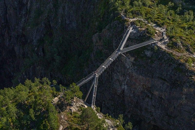Brug over de Vøringsfossen in Noorwegen