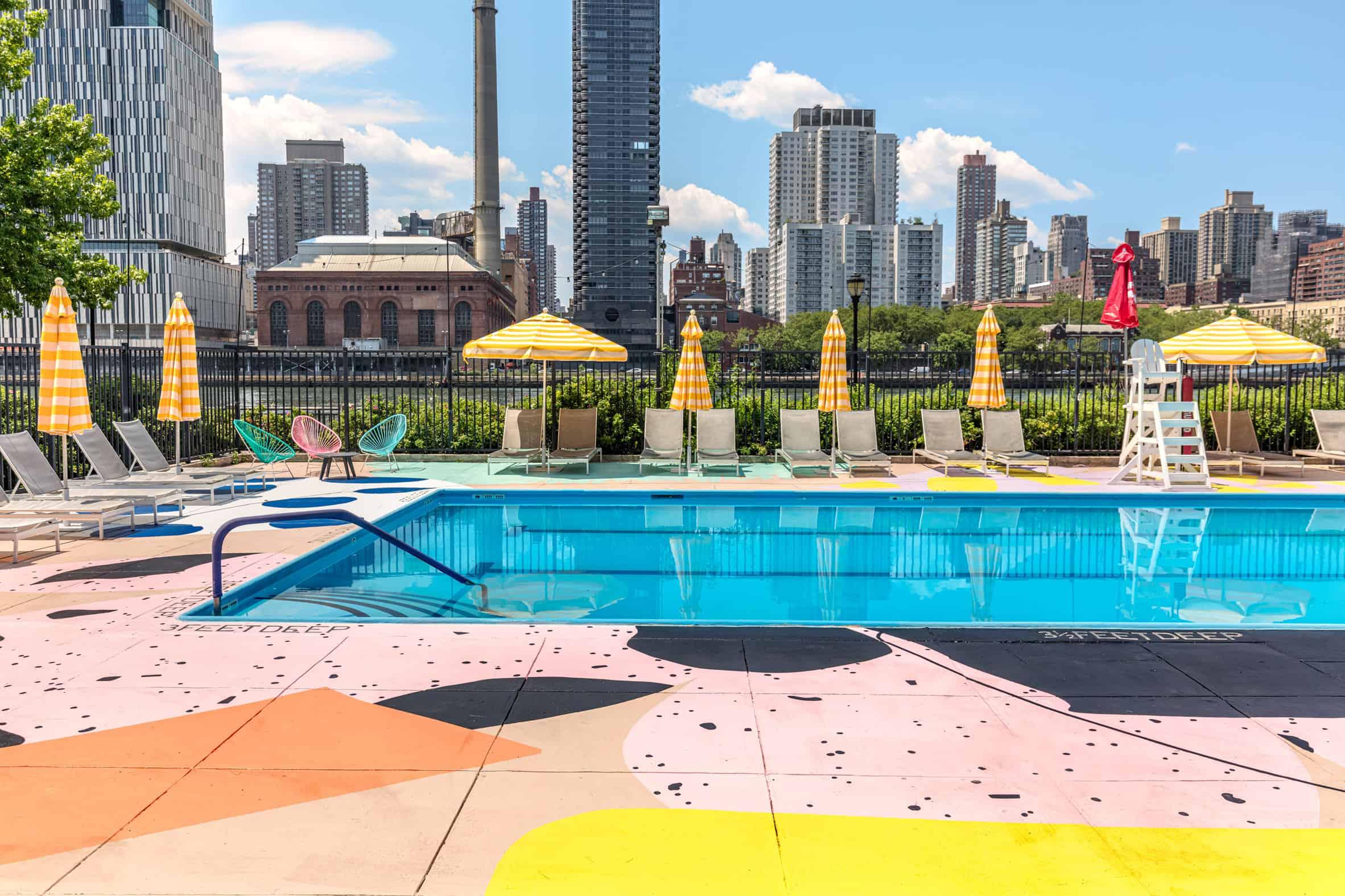 Kleurrijk zwembad van Alex Proba