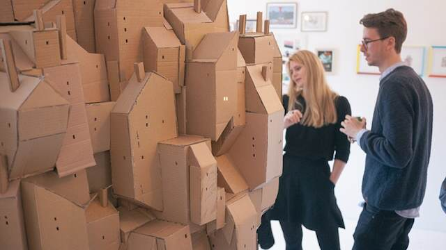 zwevende stad van karton