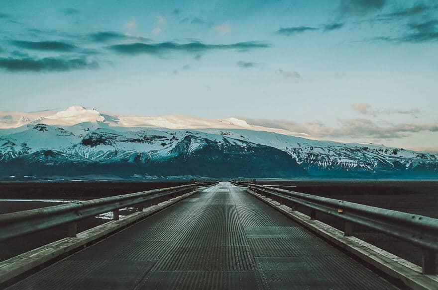 lege weg op ijsland
