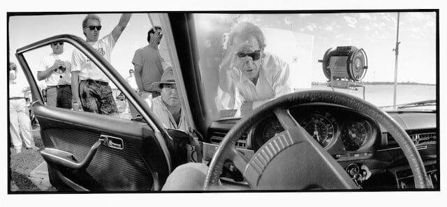 Regisseur Peter Bogdanovich tijdens de opnamen van Texasville (1990).