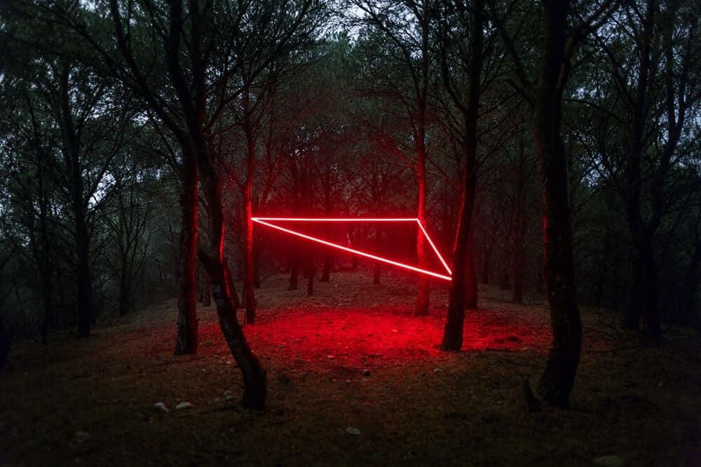 rode lijn in landschap