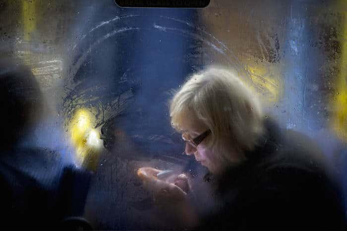 buspassagier in het donker