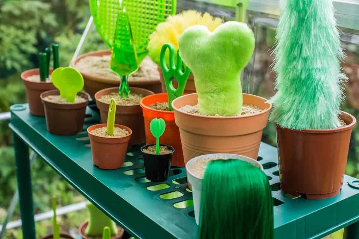 plastic planten in een kas