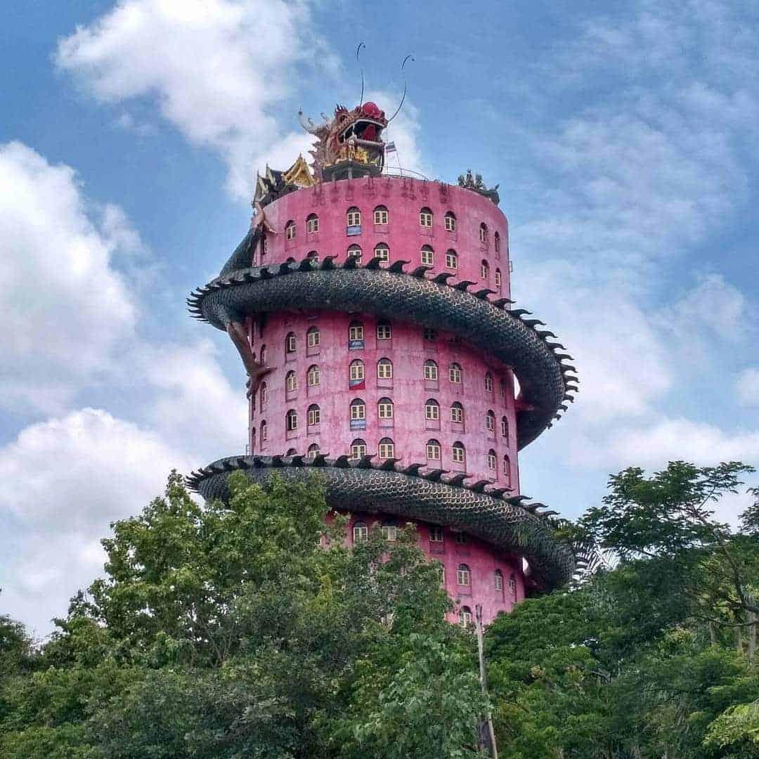 tempel met draak in Thailand