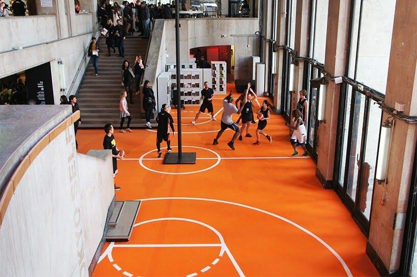 basketbal in een museum