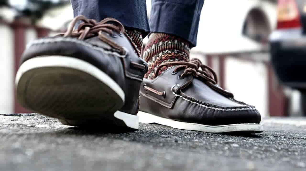 een bootschoen is mooi met of zonder sokken