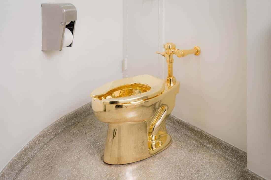 een echt gouden wc
