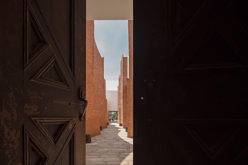 Designhotel in Thailand met bakstenen muren en geometrische patronen
