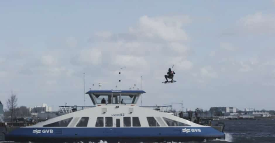 Kevin Langeree ging kitesurfen op het IJ