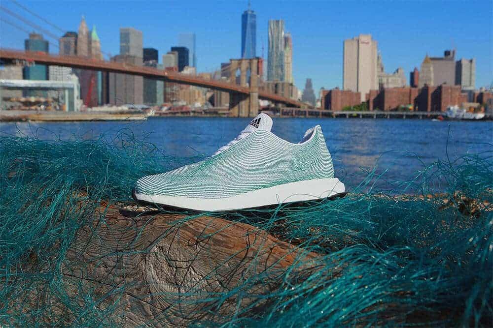 schoen gemaakt van afval