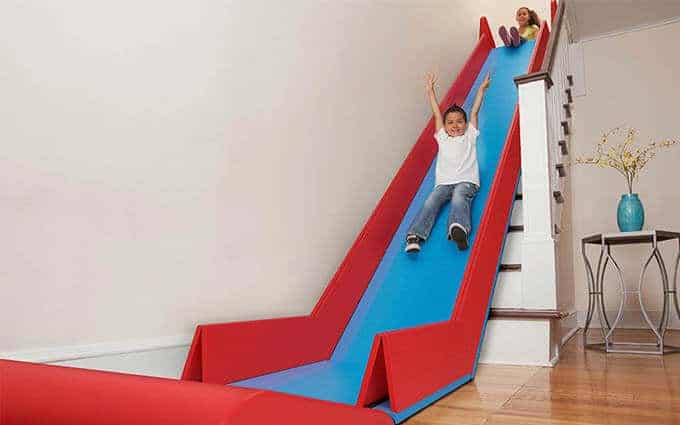 Maak een glijbaan van de trap