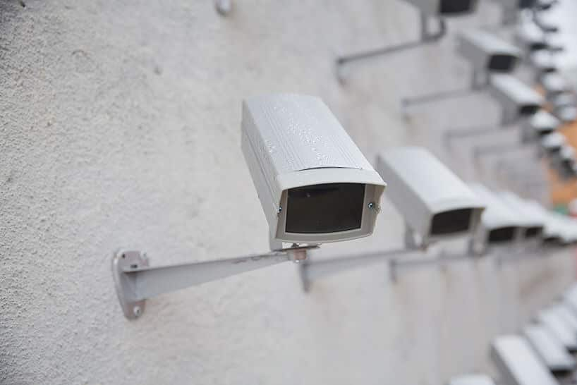 150 beveiligingscamera's aan 1 muur