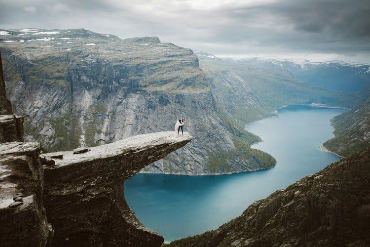 trouwfoto op spectaculaire locatie