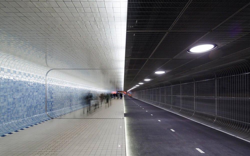 de nieuwe fietstunnel in Amsterdam